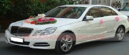 Thue-xe-cuoi-Mercedes-E250-mau-trang (8)